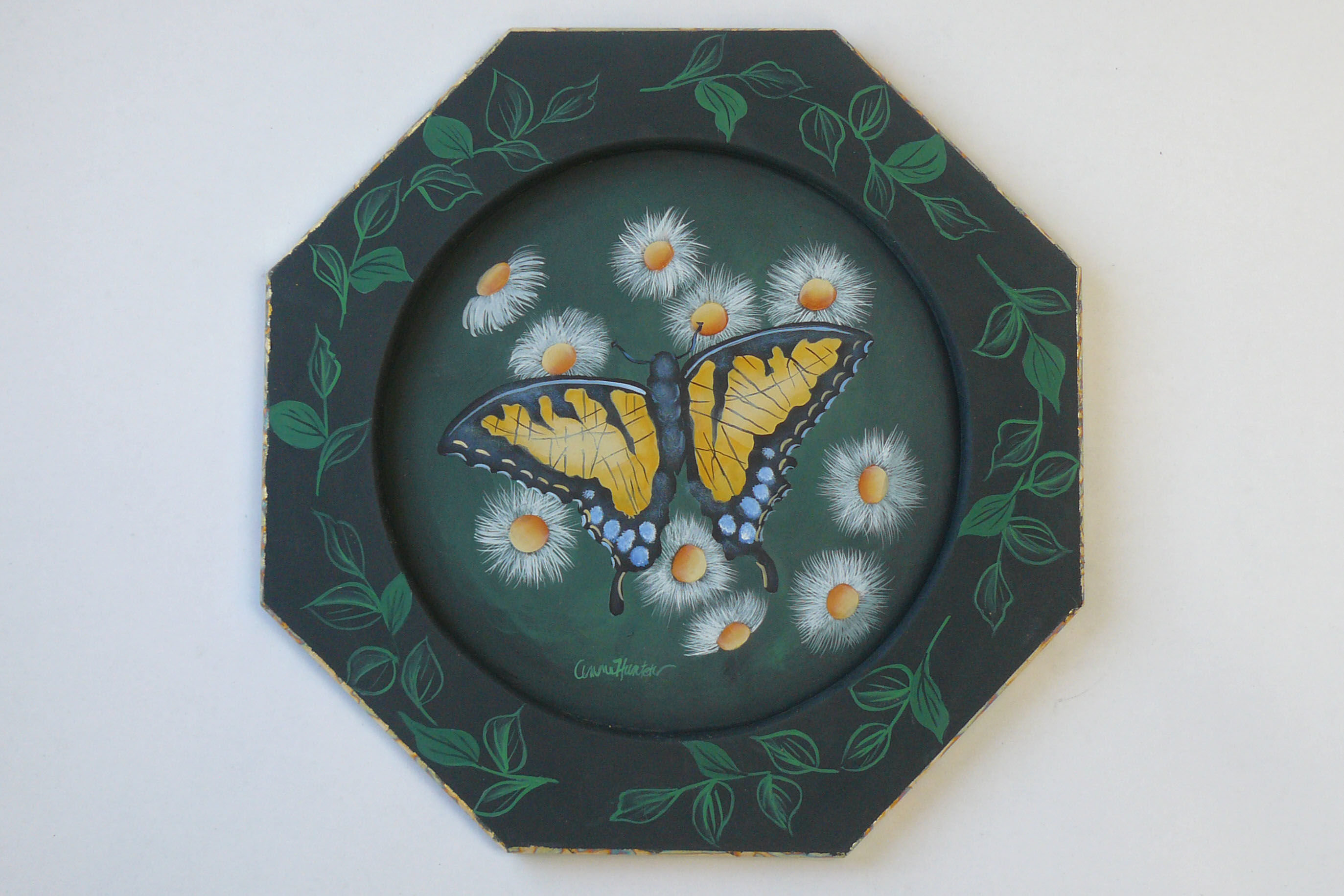 plate-wood-octagon-1923016-anne-hunter.jpg