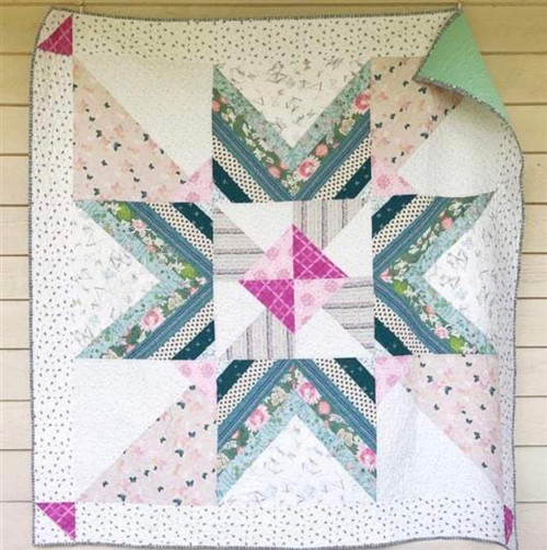 Modern Traditional Quilt - Carolina Mingle