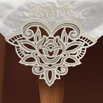 Freestanding Lace Tablecloth & Napkin Corners