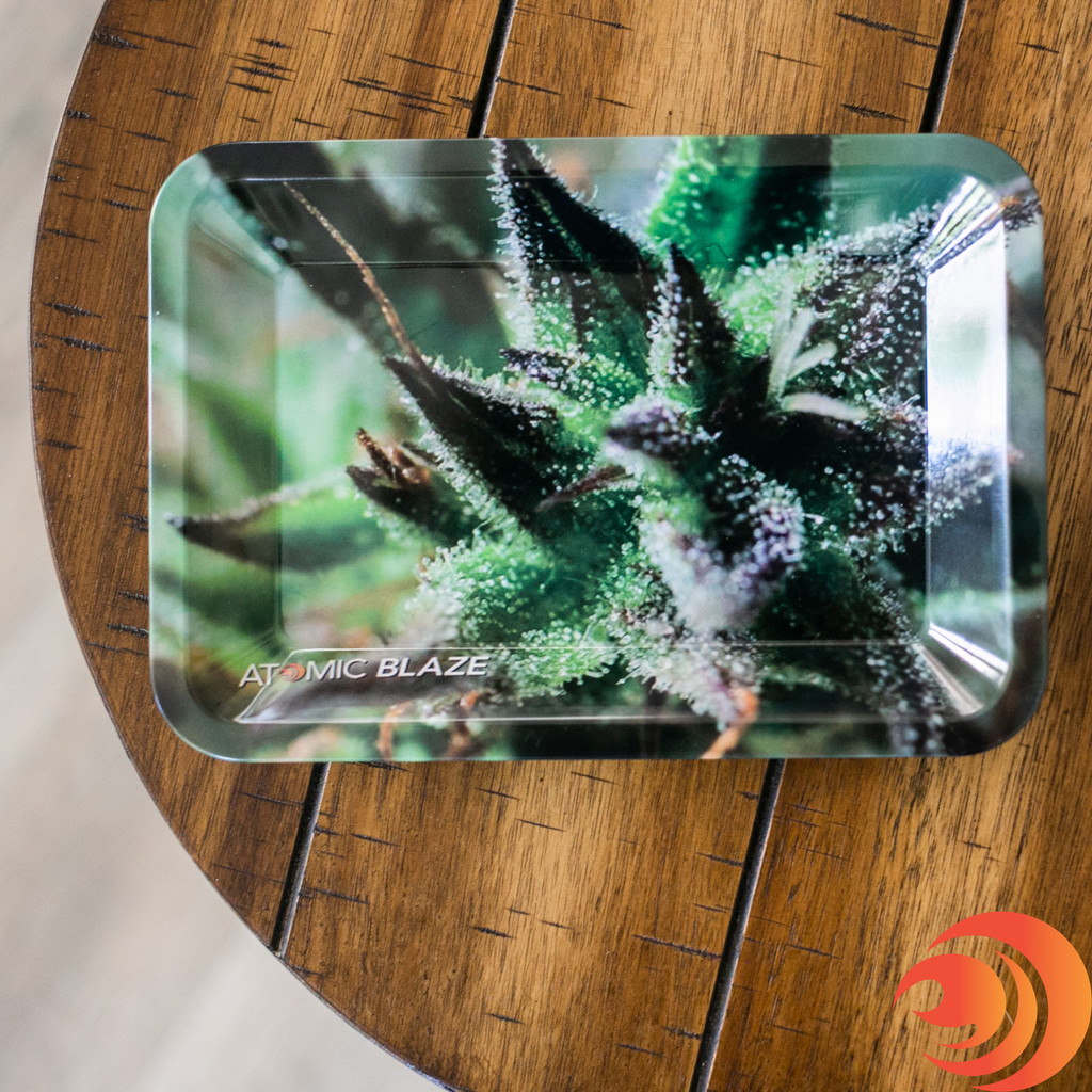 Here's a popular Rolling Bundle that includes a smoker's tray with a colored-leaf that you can find on Atomoc Blaze online smoke shop.
