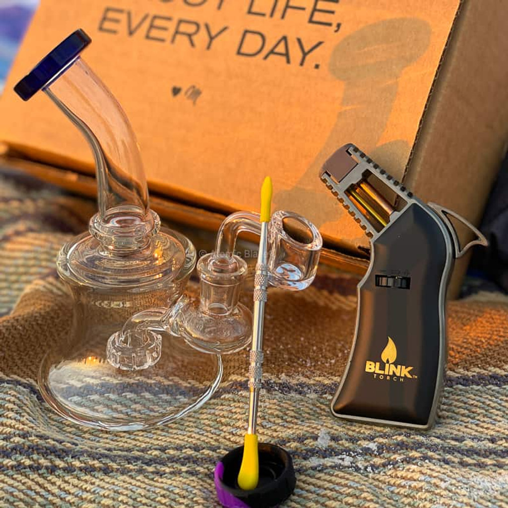 For the connoisseurs or amateur smokers that are willing to take their dab rig setup to the next level, Atomic Blaze's Premium Bundled Dab Kit with Torch is the way to do it.