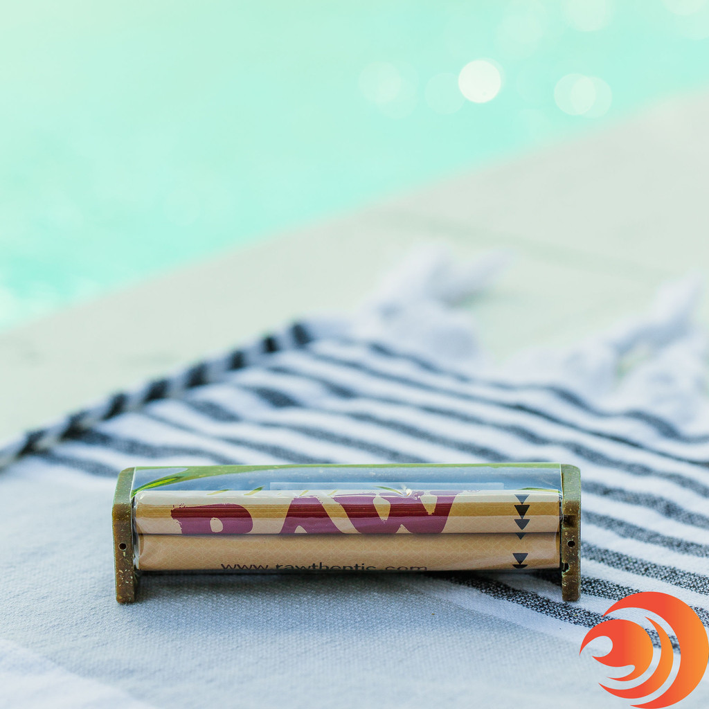 Roll a perfect cigarette with the help of the RAW rolling machine in this Atomic PowerHitter Bundle from Atomic Blaze online headshop.