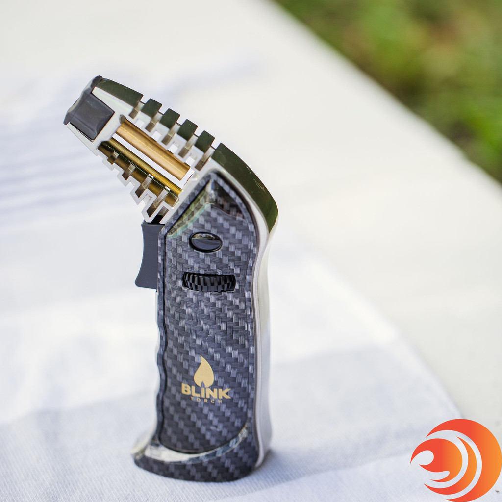 When you're blazing from our glass smoke shop, no bundle is complete without a Blink ROGUE Torch, so we include it in the Atomic PowerHitter Bundle.