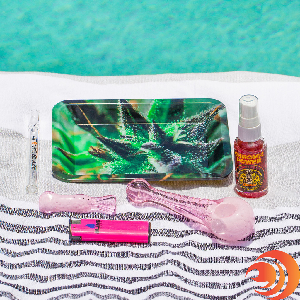 The Girly Pink Pipe Gift Bundle can be gifted for an affordable price on Atomic Blaze online smoke shop.