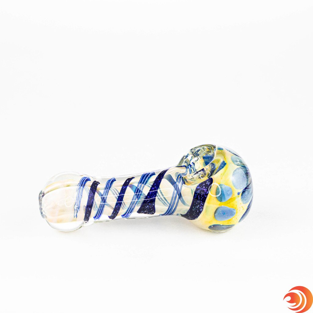 The deep glass bowls, easy-to-access carbs and generously sized chambers will keep you smoking strong seven days of the week.