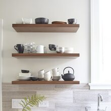 Open shelving on your kitchen wall