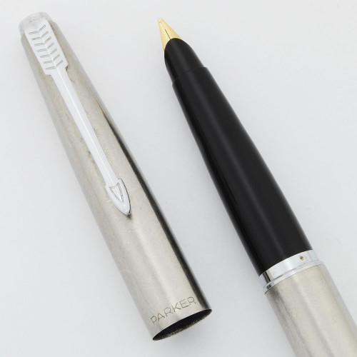 Parker 45 Flighter Fountain Pen (UK) - Chrome Trim, Medium 14k Gold  Nib (Very Nice, Works Well)