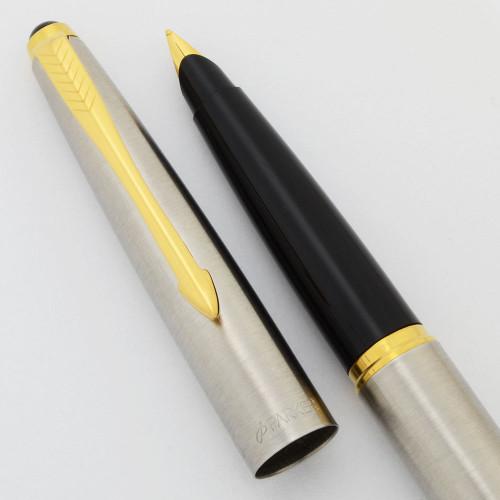 Parker 45 Flighter Fountain Pen (UK -2006) -  Medium Gold Plated Nib (New Old Stock, Works Well)