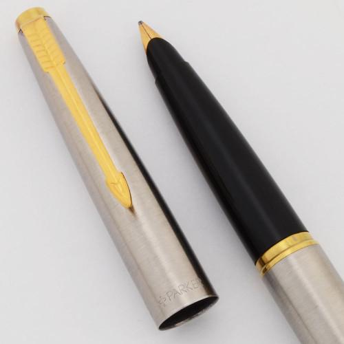 Parker 45 Flighter Fountain Pen (UK, 1996) - Gold Trim, Medium Italic Gold Plated Nib (Excellent, Works Well)