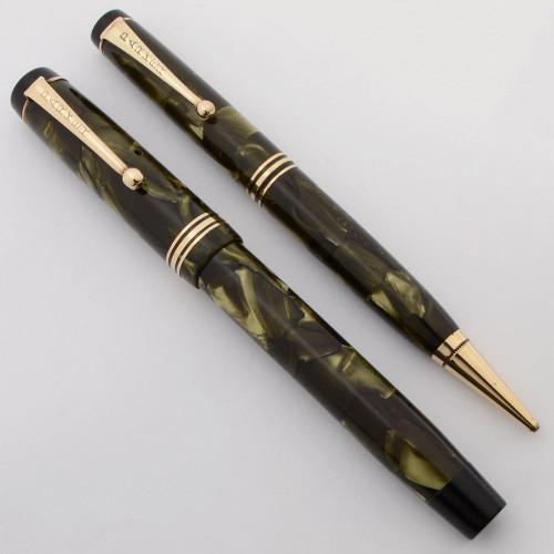 Parker Duofold Deluxe Junior Streamline (1930s, Canada) - Sea Green Pearl,  Medium-Broad Duofold Nib (Excellent +, Restored)
