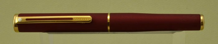 Sheaffer Agio Compact Fountain Pen - Matte Cranberry, Gold Trim