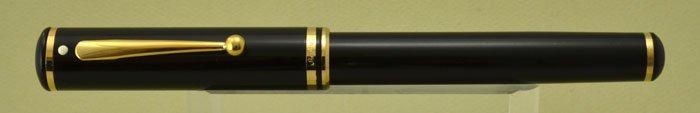 Sheaffer Connaisseur Fountain Pen - Black w Gold Trim