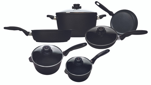 "Swiss Diamond 6099i - XD Induction 10 Piece Set: Gourmet Kitchen Kit - 8"" (20 cm) Fry Pan, 9.5"" (24 cm) Fry Pan with Lid, 7"" (18 cm) 2.2 QT (2.1 L) Sauce Pan with Lid, 8"" (20cm) 3.2 QT (3 L) Sauce Pan with Lid, 11"" (28 cm) 4.3 QT (4.1 L) Sauté Pan and 11"" (28 cm) 8.5 Qt ("