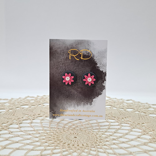 Pink Daisy with White Centre on Sparkly Black 03
