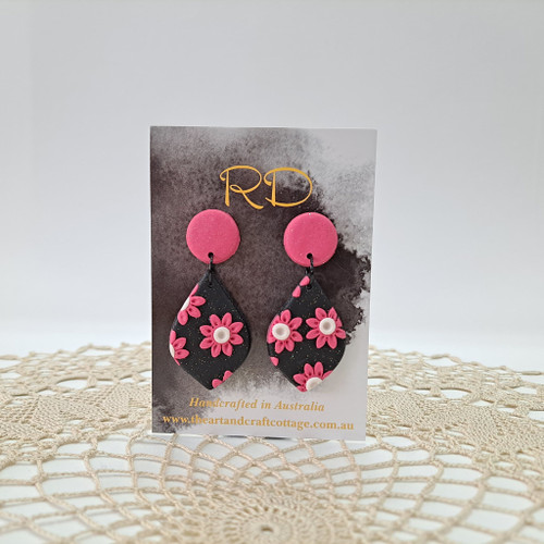 Pink Daisy with White Centre on Sparkly Black 05