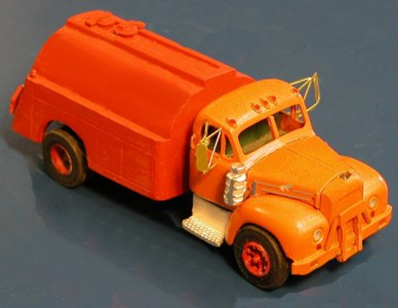 1953-64 Mack B42 / B61 Truck with Sloped / Curved Tanker Kit