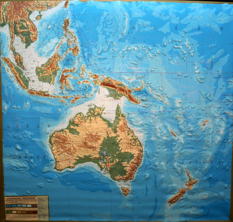 Australia & Oceania Extreme Raised Relief Map - French Text