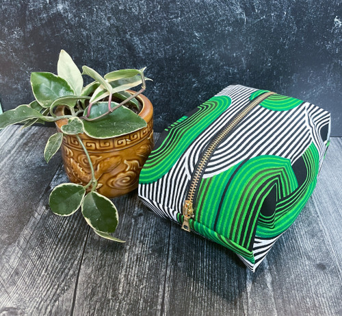 Dreaming in Green - Pop up Pouch