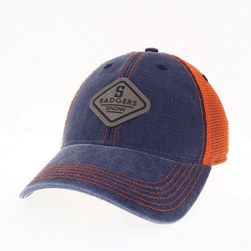 TRUCKER HAT WITH GREY LEATHER PATCH