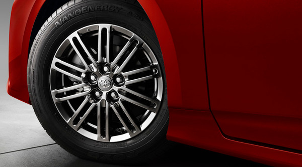 15in HyperBlack 10-Spoke Alloy Wheels