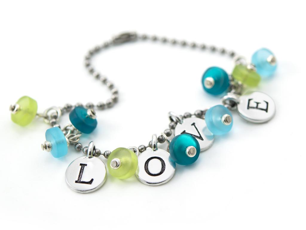 love-bracelet-ipad.jpg