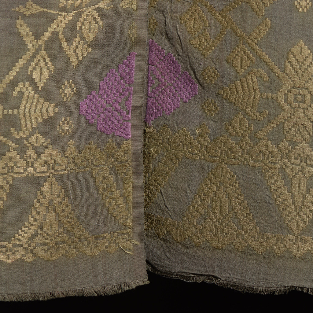 detail of matching motifs