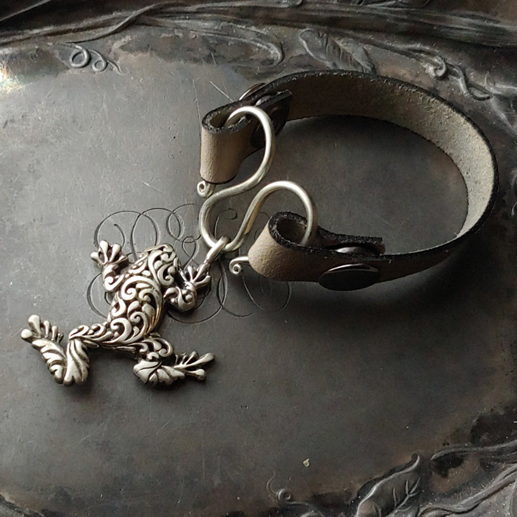 Tree Frog Serpentine Single-Wrap Charm Lock Cuff