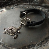 Sea Turtle Serpentine Single-Wrap Charm Lock Cuff