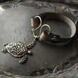 Sea Turtle Serpentine Single-Wrap Charm Lock Cuff