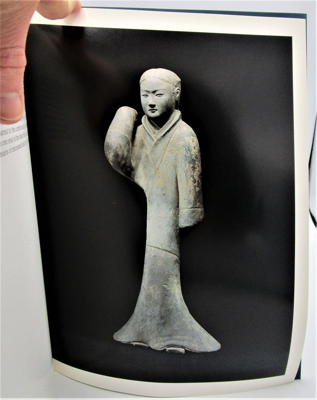 ANCIENT CHINESE CERAMICS AND TOMB SCULPTURES - 2000