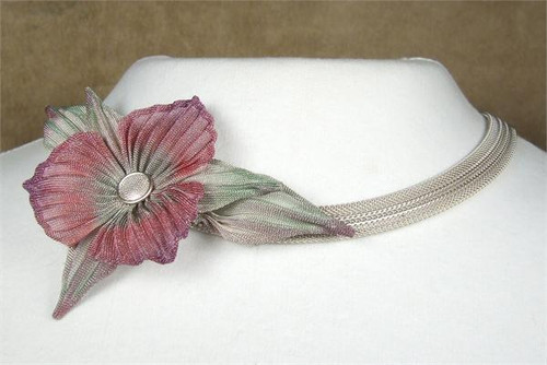 SARAH CAVENDER CAMELLIA ON MESH CHAIN NECKBAND WITH LEAVES and CENTER STONE 17137B