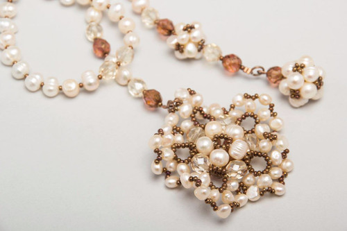 tie/river pearls