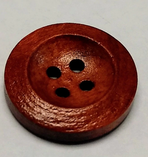 111046 Wood Round Tan 4 Hole 20mm