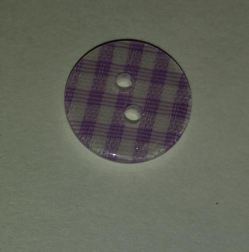 555098 Resin 2 Hole Mauve Gingham (13mm)