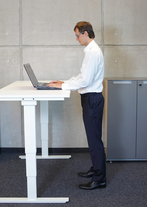 wurf-man-standing-desk-54119264.jpg