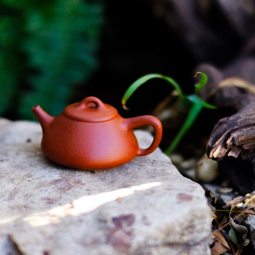 Stone Weight Yixing Crimson Clay Teapot 石飄宜興朱泥茶壺