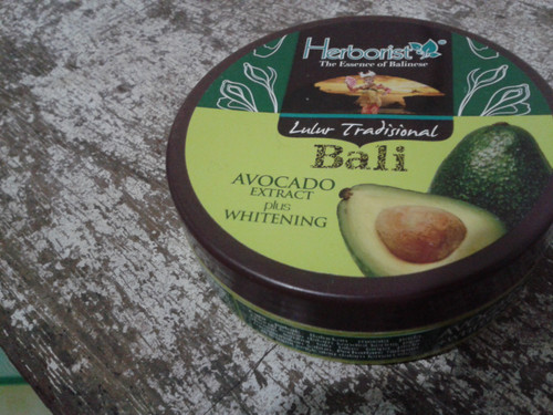 Herborist Lulur Avocado plus Whitening (100 Gram)