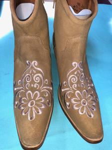 Size 9.5 Ankle boots - Sand w/ Tan stitch