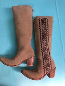 Size 7 Tall boots - Sand w/ Chocolate Azteca design