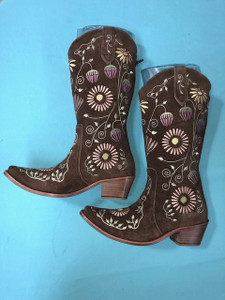Size 8.5 Cowgirl boots - Honeysuckle design