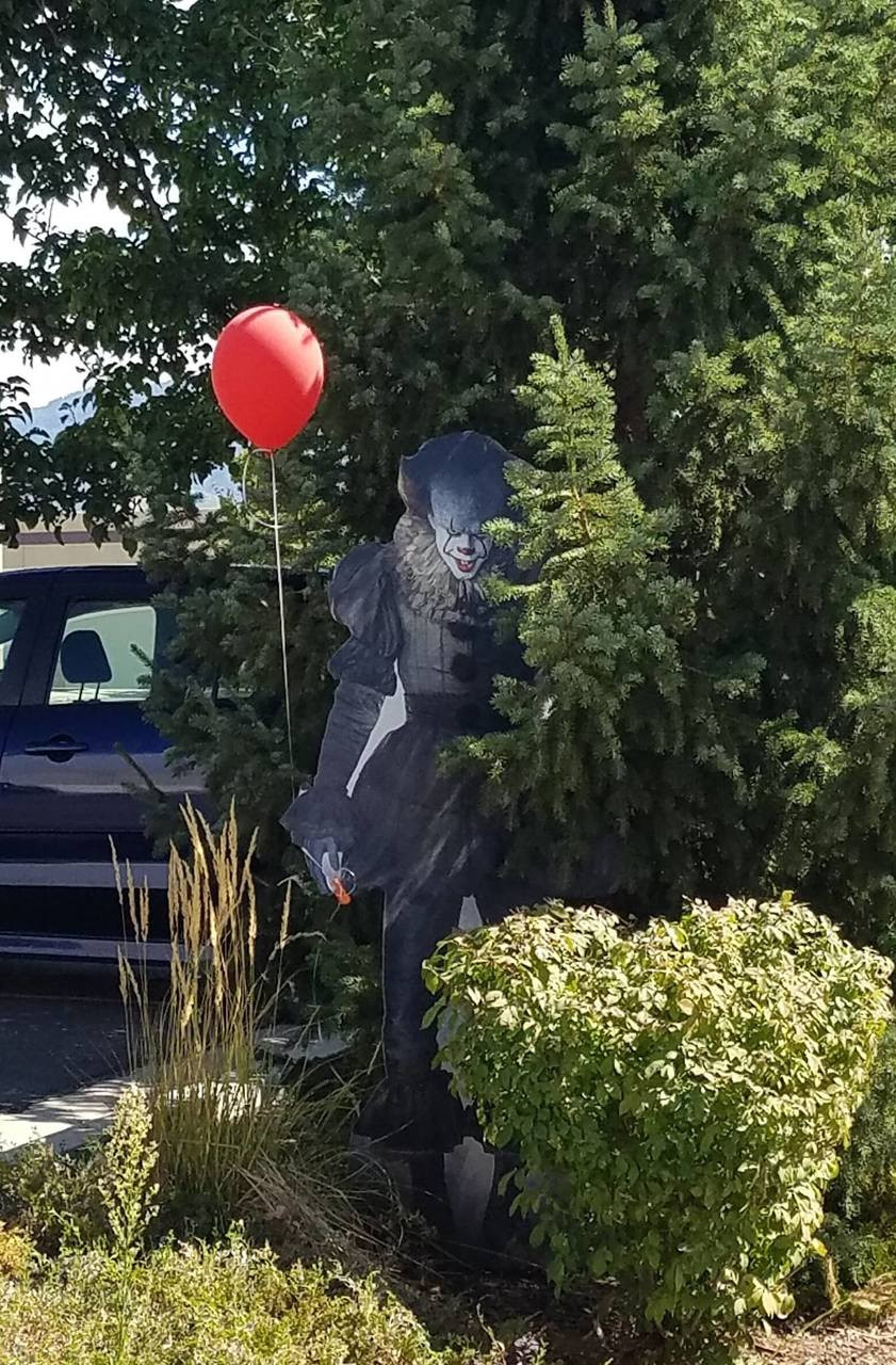 Pennywise from IT Movie 2017 Cardboard Cutout-lifesize Note: Balloon Not Included