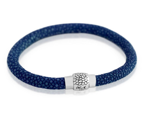 BLUE STINGRAY LEATHER BRACELET WITH MAGNETIC LOCK