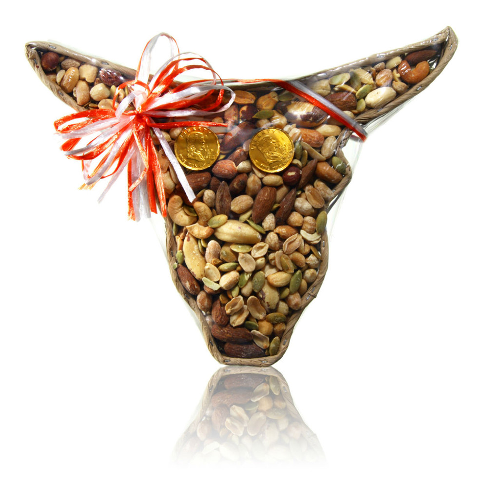 austiNuts Small Longhorn Basket w/Salted Lone Star Mix  Contains: Almonds, Brazil, Cashews, Hazel Nuts , Peanuts, Pumpkins Kernels