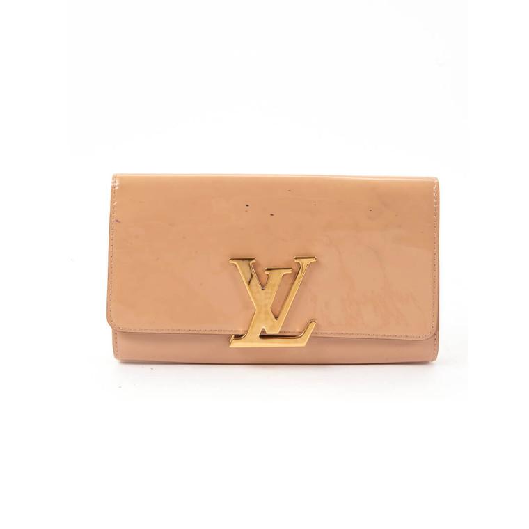 Women Louis Vuitton Patent Leather Clutch -  Beige