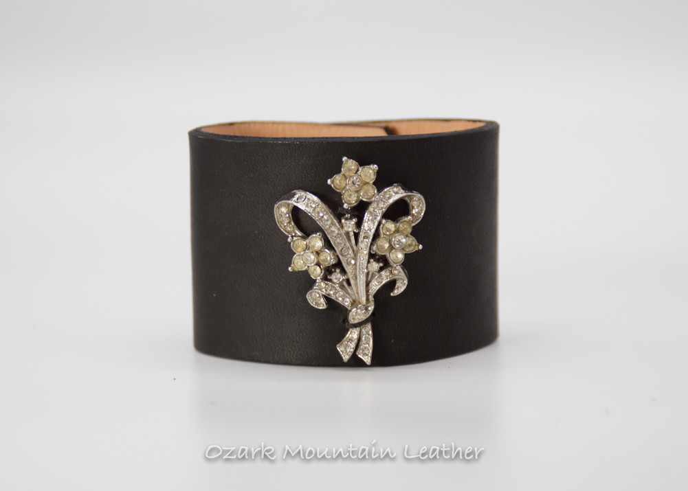 Bouquet shapped vintage rhinestones on black leather cuff