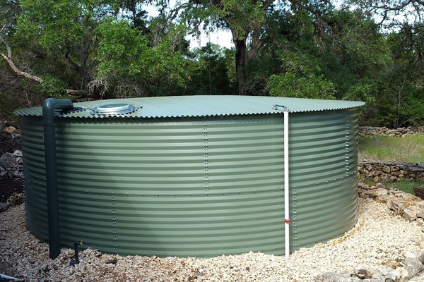Liquidator 2 Water Tank Level Gauge from Yaktek installed on corrugated steel tank