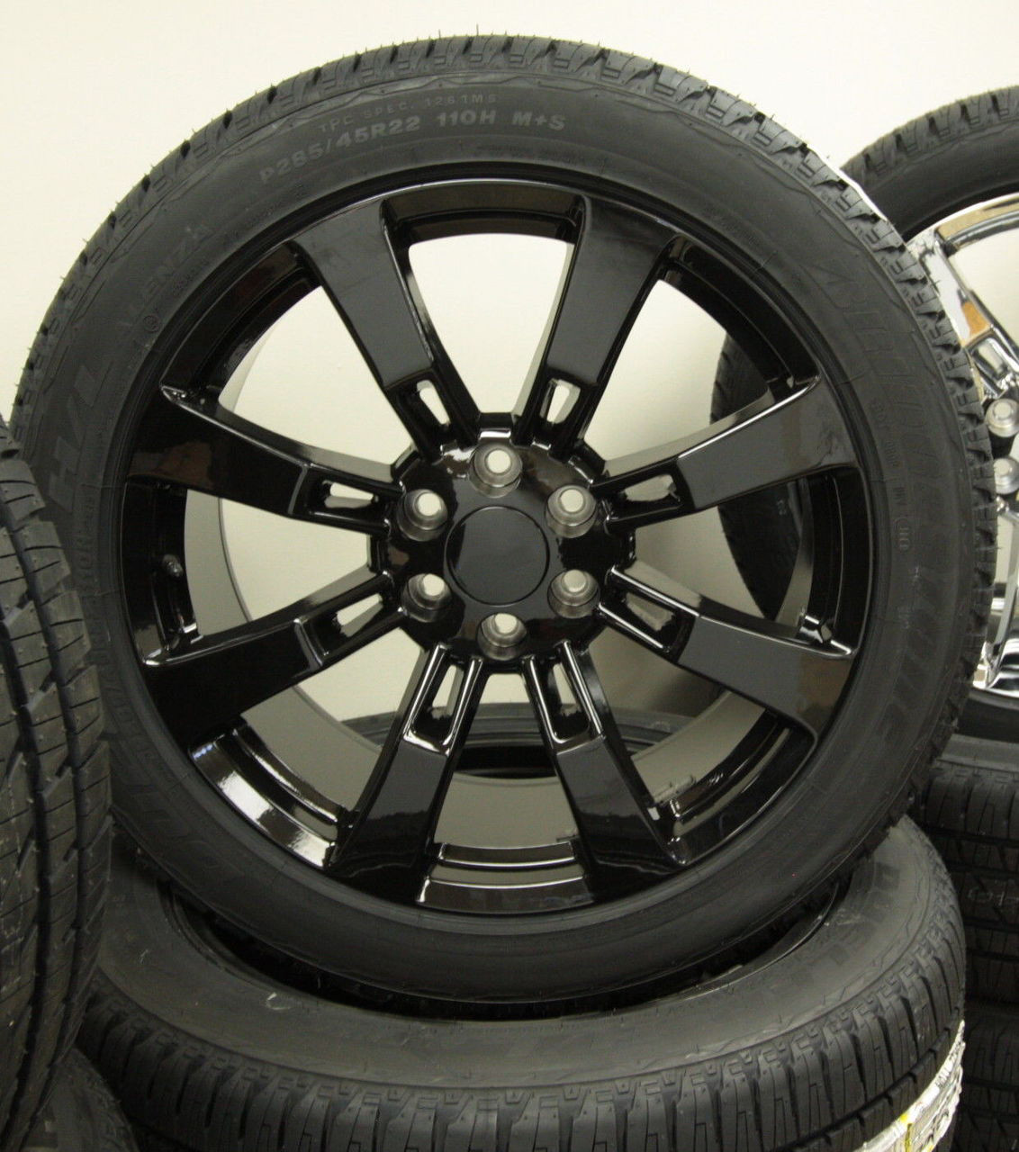 22 Inch Tires >> Gloss Black 22 Eight Spoke Wheels With Bridgestone Tires For Chevy Silverado Tahoe Suburban New Set Of 4