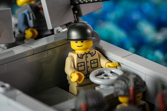 us-navy-officer-minifigure-action2-580.jpg