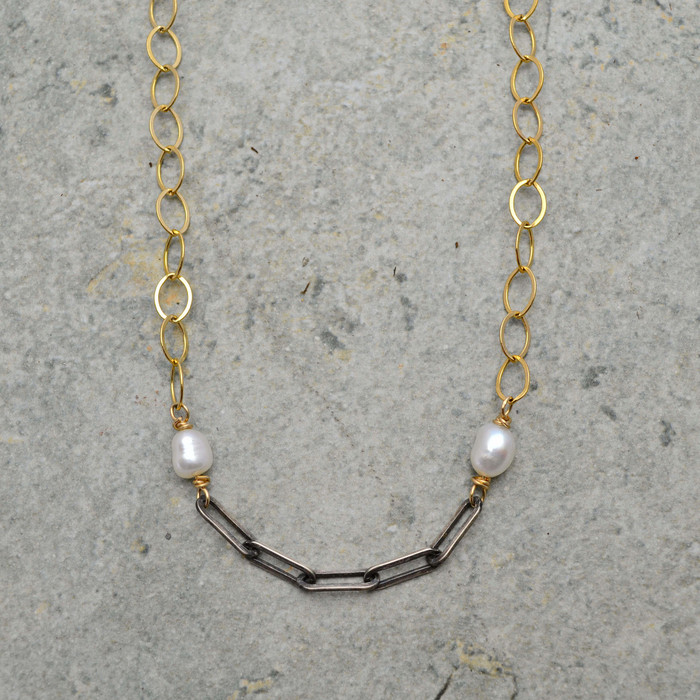Elegant Pearl and Gold Necklace