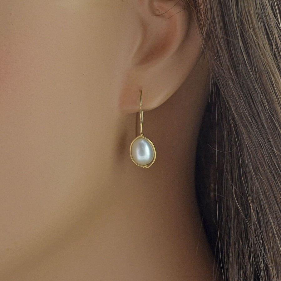 delicate handmade earrings with freshwater pearls: view 3